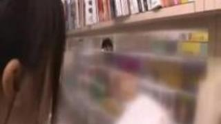 【痴漢レズ動画】本屋で立ち読みしてる制服JKにスーツ姿のOLお姉さんが背後から近づき手マン責め!