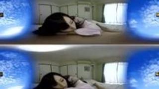 【VR】AV現場の舞台裏をオフレコ盗撮!? 川上ゆうがセックス撮影直前の男優を寸止め手コキでマジ誘惑!!