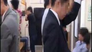 【美少女エロ動画】無理矢理でイヤなはずなのに、散々快楽を与えられたまんこはちかん棒を離そうとせず…