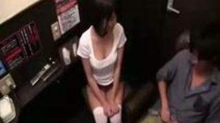 【湊莉久】個室ビデオ店でAV鑑賞オナニー中にまさかのご本人乱入!お客様にエッチなサービス開始!