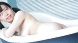 彼女のデビュームービーにアマチュア鈴木朝日が登場