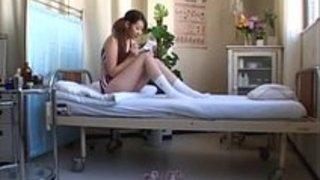 陸上部の女子校生がスパルタ先生に思い切りスパンキングの体罰を