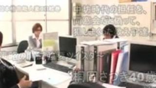 熟女教師さつきkiriokaは模索&酔っている間、彼女の生徒たちに犯さ!