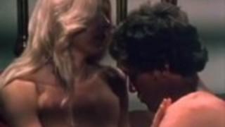 ジョン・ホームズ、クリス・キャシディ、ヴィンテージポルノシーンでポーラ・ウェイン