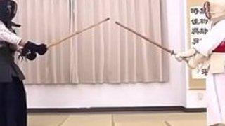(Hanoid.com)小川麻美ドールペットプライドはHanoid.com.MP4の女性剣士に委ねられた
