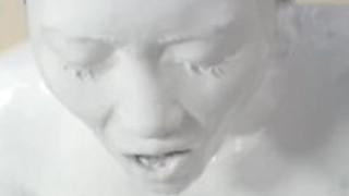 ホワイトペイントガール