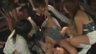 日本の女王様とお呼びキャットファイトパーティーグループはパンティーではかなり奴隷苦しみ