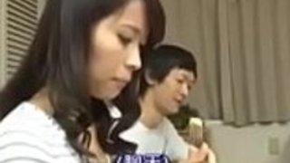 日本のお母さんと息子との付き合いをする -  opencamsex.comでpart2を見る