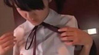 日本の女子高生はユニフォームで犯された