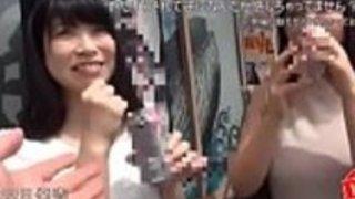 日中に飲んでいる既婚女性は、笑って笑って待っている。彼らは実際に楽しんで楽しむLOL  -  JPorn.se
