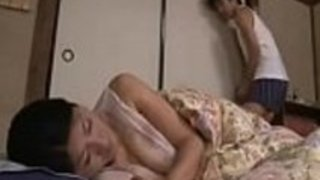 お母さんは日本のポルノを寝かせるフル:https://goo.gl/W8b2eH