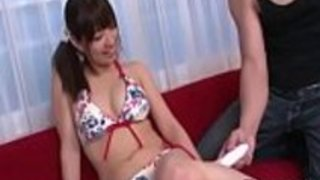 Busty Buruma Aoiは楽しく励みになる振動を楽しむ