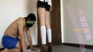 キレイなアジアンお嬢様の足責め用ストレス解消道具として靴を舐めさせられ踏みつけられ金蹴りで遊ばれるM男