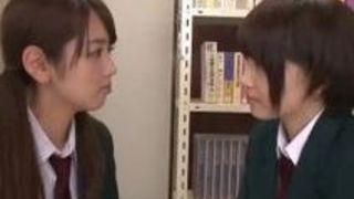 美少女 レズ 制服 キス 乳